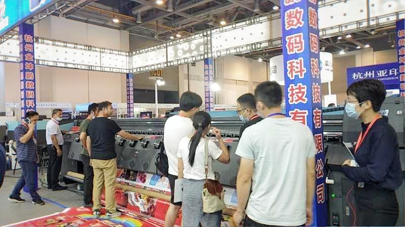 杭州广印展客户参观磁悬浮机器